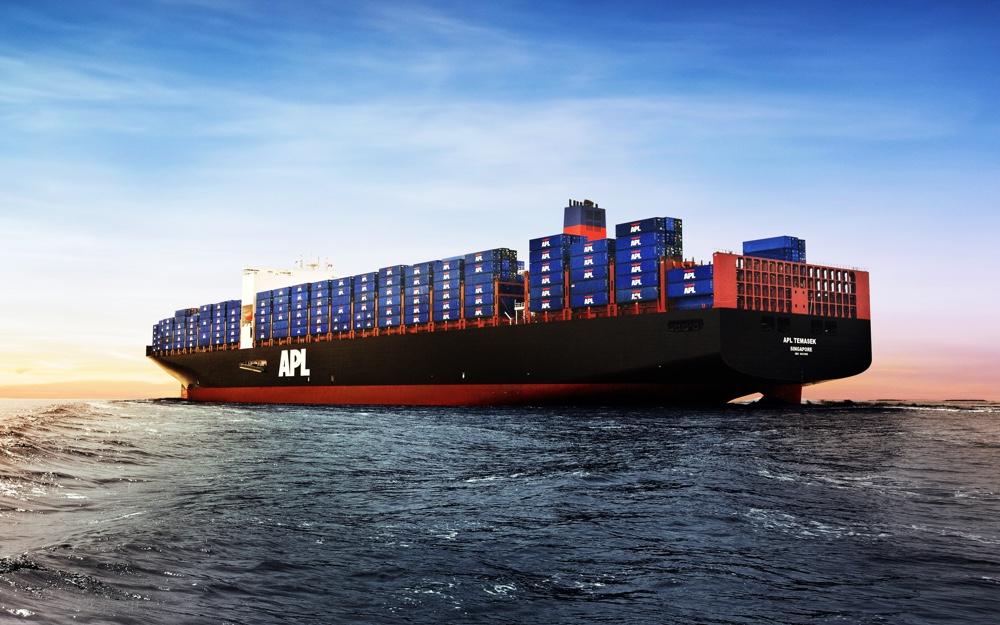 Barco de carga con contenedores