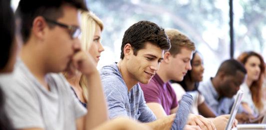 Estudiantes universitarios utilizan sus prestamos estudiantiles para invertir en criptomonedas
