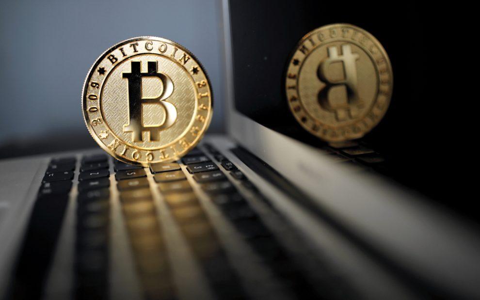 Bitcoin retrocede por debajo de 9.000