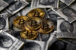 Que deberia hacer Bitcoin para superar al dolar