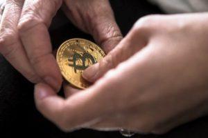Famosos que invierten en criptomonedas