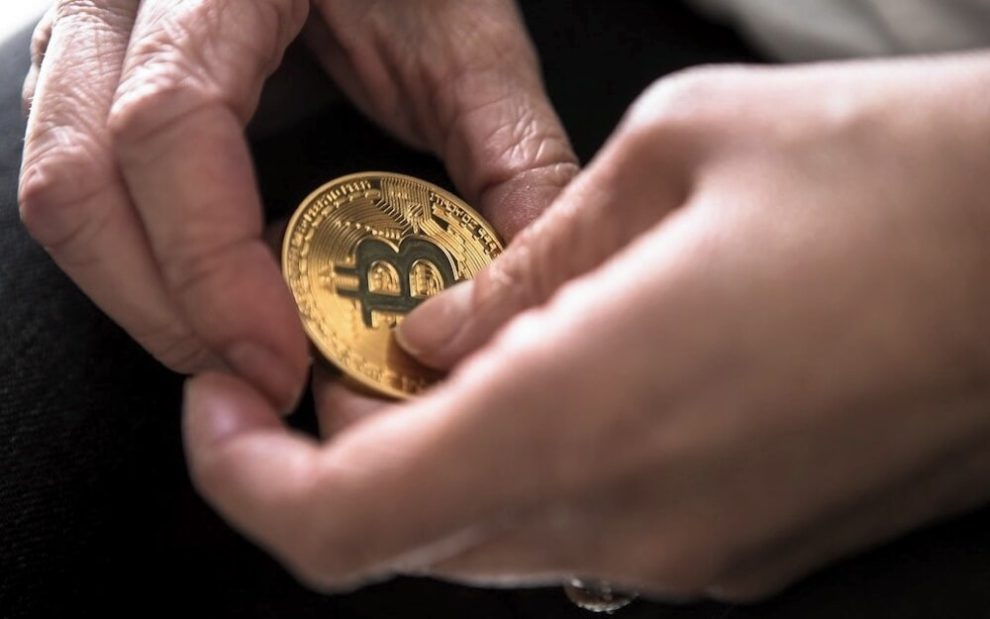 las ganancias de bitcoin desatadas hacen dinero con bitcoin simplificado qué criptomonedas alternativas están invirtiendo con empresas